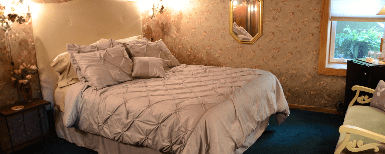 Victoria's Wine Cellar Queen Bed